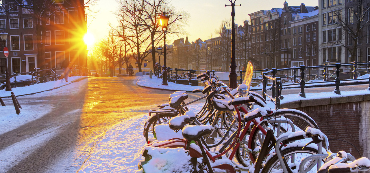 grachten-sneeuw-amsterdam